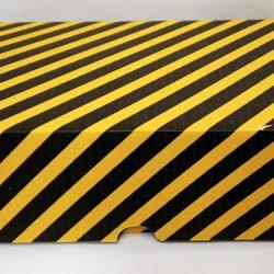product-image-kelta-musta-raidallinen-kartonkilaatikko-vip-pakkaukselle-10-kpl-7243-7